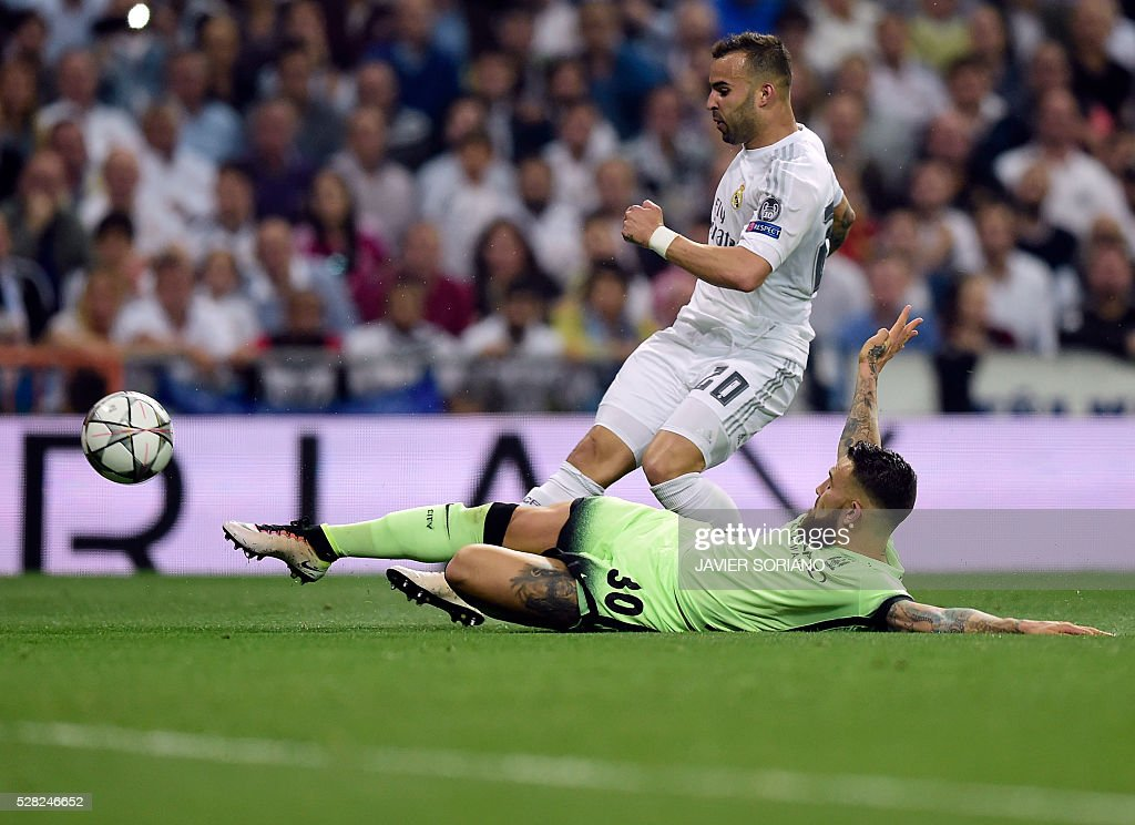 Real Madrid's forward Jese Rodriguez (L) vies with Manchester City's Argentinian defender Nicolas Otamendi during the UEFA Champions League semi-final second leg football match Real Madrid CF vs Manchester City FC at the Santiago Bernabeu stadium in Madrid, on May 4, 2016. / AFP / JAVIER