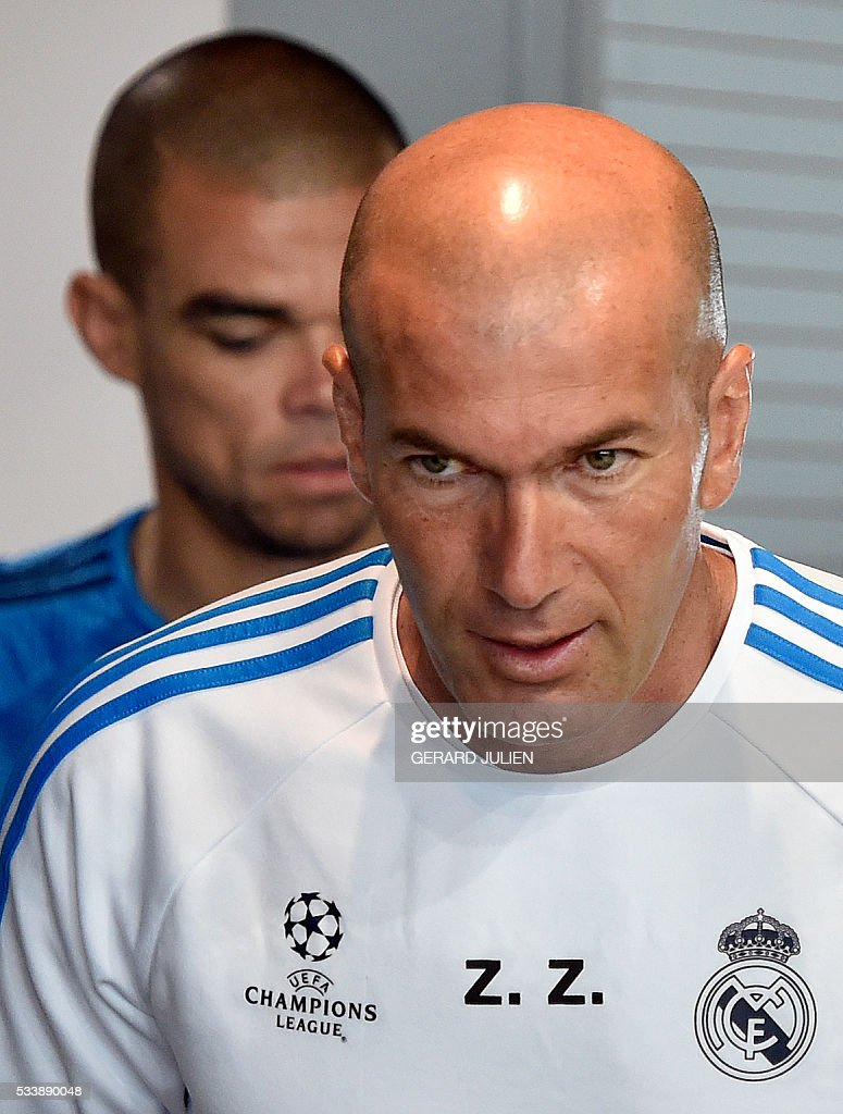 Real Madrid's French coach Zinedine Zidane (R) and Real Madrid's Portuguese defender Pepe arrive to give a press conference on the club's Open Media Day at Real Madrid sport city in Madrid on May 24, 2016. / AFP / GERARD