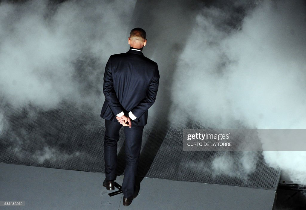 Real Madrid's French coach Zinedine Zidane arrives at the stage during celebrations for their 11th UEFA Champions Cup at the Santiago Bernabeu stadium in Madrid on May 29, 2016, a day after winning the UEFA Champions League final foobtall match between Real Madrid CF, Club Atletico de Madrid held in Milan, Italy on May 28, 2016. / AFP / CURTO