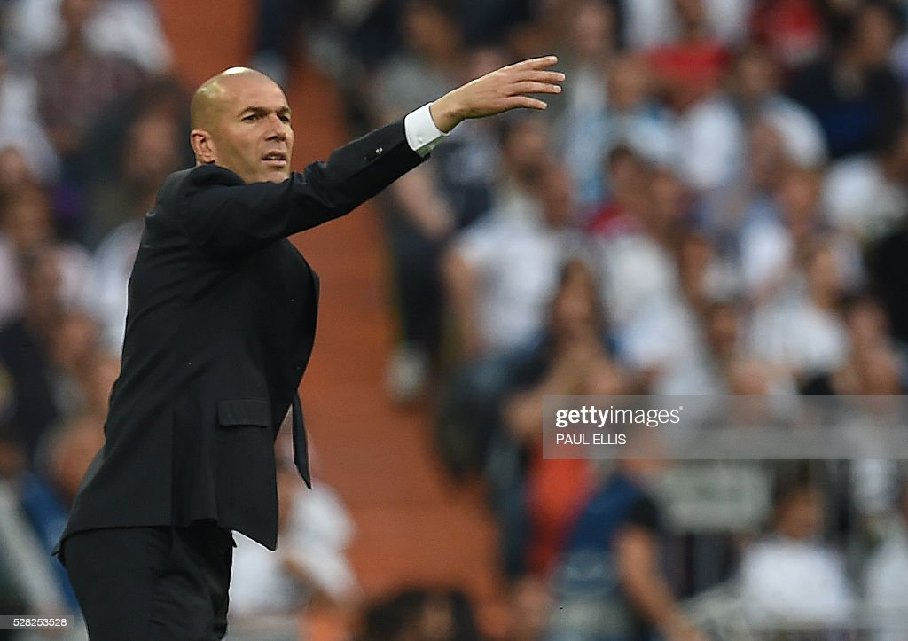Real Madrid's French coach Zinedine Zidane gestures during the UEFA Champions League semi-final second leg football match Real Madrid CF vs Manchester City FC at the Santiago Bernabeu stadium in Madrid, on May 4, 2016. / AFP / PAUL