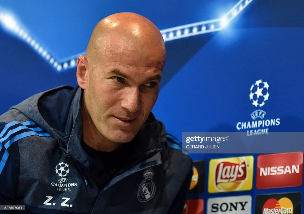 Real Madrid's French coach Zinedine Zidane leaves after a press conference at Valdebebas training ground in Madrid on May 3, 2016, on the eve of the UEFA Champions League semi-final second leg football match between Real Madrid CF and Manchester City. / AFP / GERARD