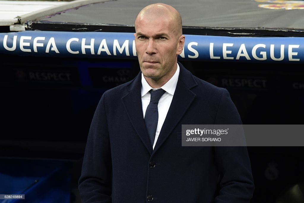 Real Madrid's French coach Zinedine Zidane looks on before the UEFA Champions League semi-final second leg football match Real Madrid CF vs Manchester City FC at the Santiago Bernabeu stadium in Madrid on May 4, 2016. / AFP / JAVIER