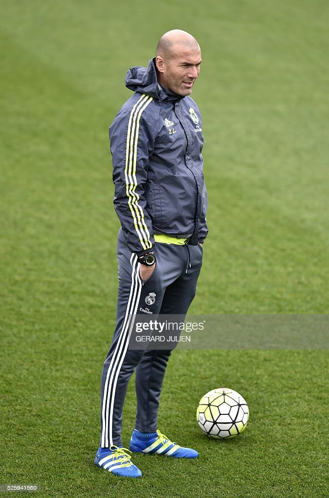 Real Madrid's French coach Zinedine Zidane looks on during a training session at Valdebebas training ground in Madrid on April 29, 2016, on the eve of the Spanish League match Real Sociedad vs Real Madrid CF. / AFP / GERARD