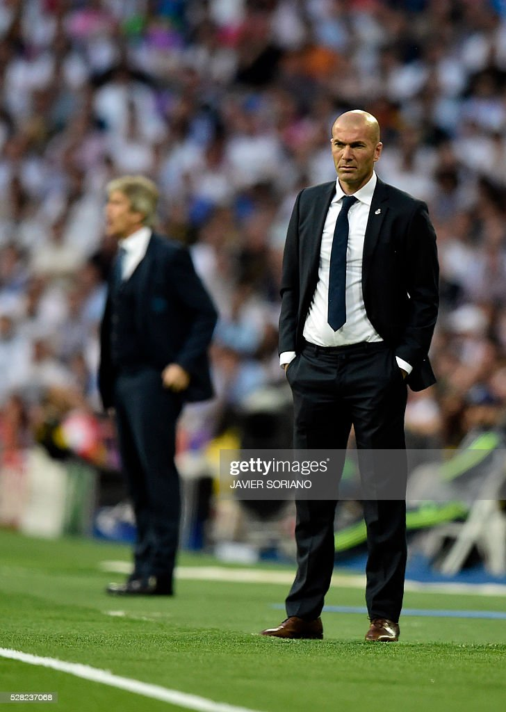 Real Madrid's French coach Zinedine Zidane looks on from the sideline during the UEFA Champions League semi-final second leg football match Real Madrid CF vs Manchester City FC at the Santiago Bernabeu stadium in Madrid, on May 4, 2016. / AFP / JAVIER