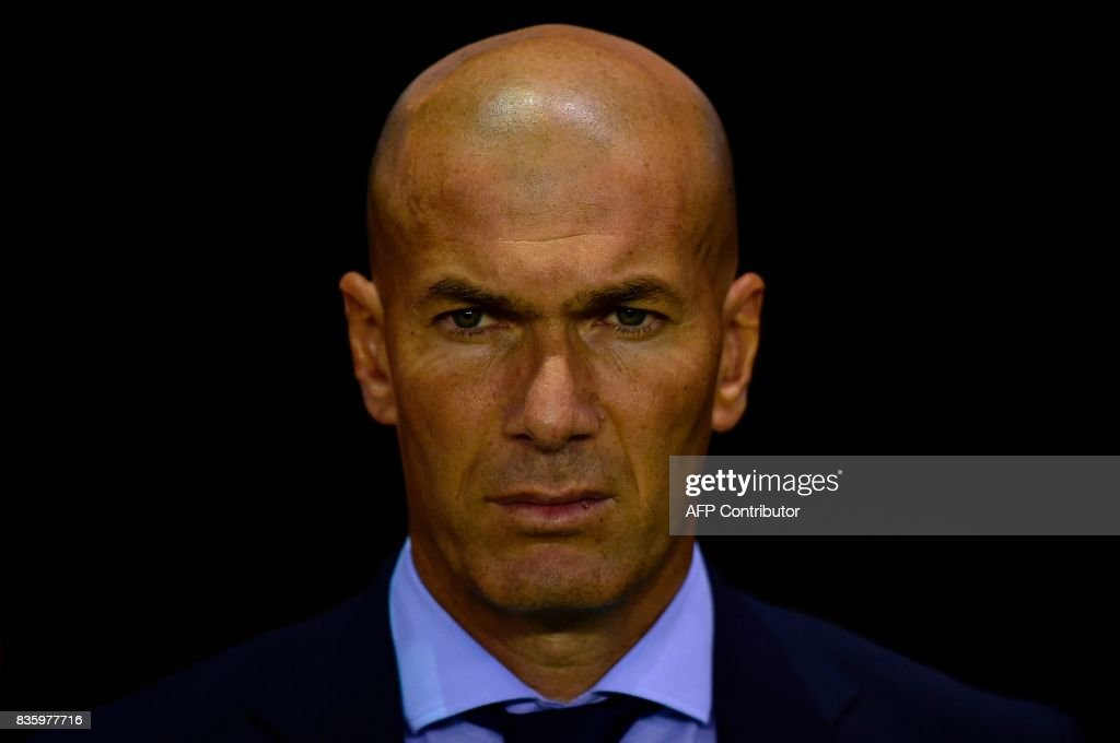 Real Madrid's French coach Zinedine Zidane observes a minute of silence in tribute to the victims of Barcelona and Cambrils attacks before the Spanish league footbal match RC Deportivo de la Coruna vs Real Madrid CF at the Municipal de Riazor stadium in La Coruna on August 20, 2017. /