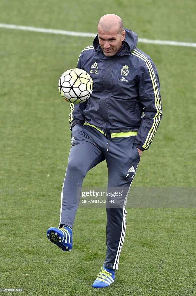 Real Madrid's French coach Zinedine Zidane plays with a ball during a training session at Valdebebas training ground in Madrid on April 29, 2016, on the eve of the Spanish League match Real Sociedad vs Real Madrid CF. / AFP / GERARD