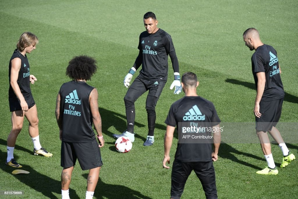 Real Madrid's French forward Karim Benzema (R), Real Madrid's Costa Rican goalkeeper Keylor Navas (C) and Real Madrid's Croatian midfielder Luka Modric (L) take part in a training session at Real Madrid sport city in Madrid on August 15, 2017, on the eve of the Spanish SuperCup second leg football match Real Madrid CF vs FC Barcelona. /