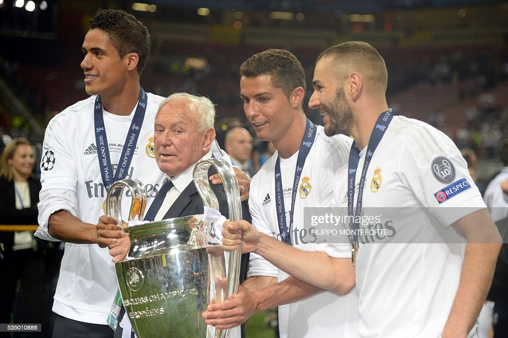 Real Madrid's French forward Karim Benzema (R), Real Madrid's Portuguese forward Cristiano Ronaldo (2nd R) and Real Madrid's French defender Raphael Varane (L) pose with the trophy after Real Madrid won the UEFA Champions League final football match between Real Madrid and Atletico Madrid at San Siro Stadium in Milan, on May 28, 2016. Real Madrid beat city rivals Atletico for the second time in three years to win the Champions League for the 11th time on May 28, 2016. / AFP / Filippo MONTEFORTE