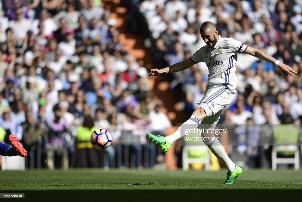 Real Madrid's French forward Karim Benzema shoots to score a goal during the Spanish league football match Real Madrid CF vs Deportivo Alaves at the Santiago Bernabeu stadium in Madrid on April 2, 2017. /