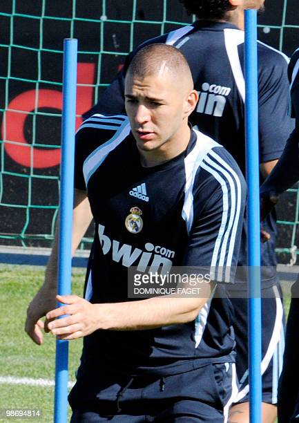 Real Madrid's French forward Karim Benzema takes part in a training session in Madrid on April 27 2010 AFP PHOTO / DOMINIQUE FAGET