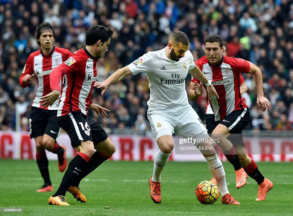 Real Madrid's French forward Karim Benzema (2ndR) vies with Athletic Bilbao's defender Xabier Etxeita during the Spanish league football match Real Madrid CF vs Athletic Club Bilbao at the Santiago Bernabeu stadium in Madrid on February 13, 2016. / AFP / GERARD JULIEN