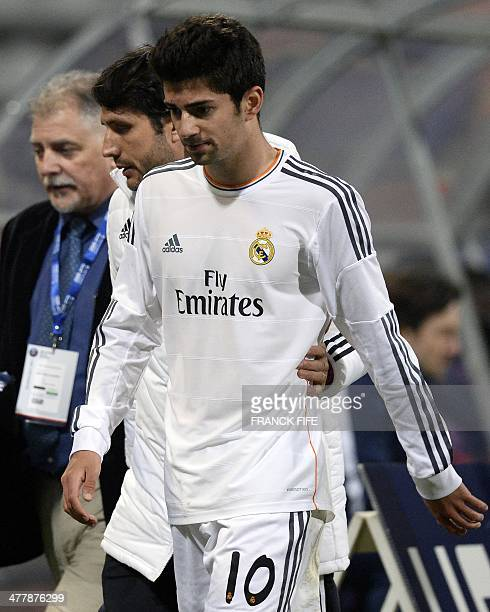 Real Madrid's French midfielder Enzo Zidane the 18yearold son of French football legend Zinedine Zidane leaves the pitch during the UEFA Youth League...
