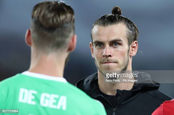 Real Madrid's Gareth Bale faces Manchester United goalkeeper David de Gea during the UEFA Super Cup match at the Philip II Arena Skopje Macedonia