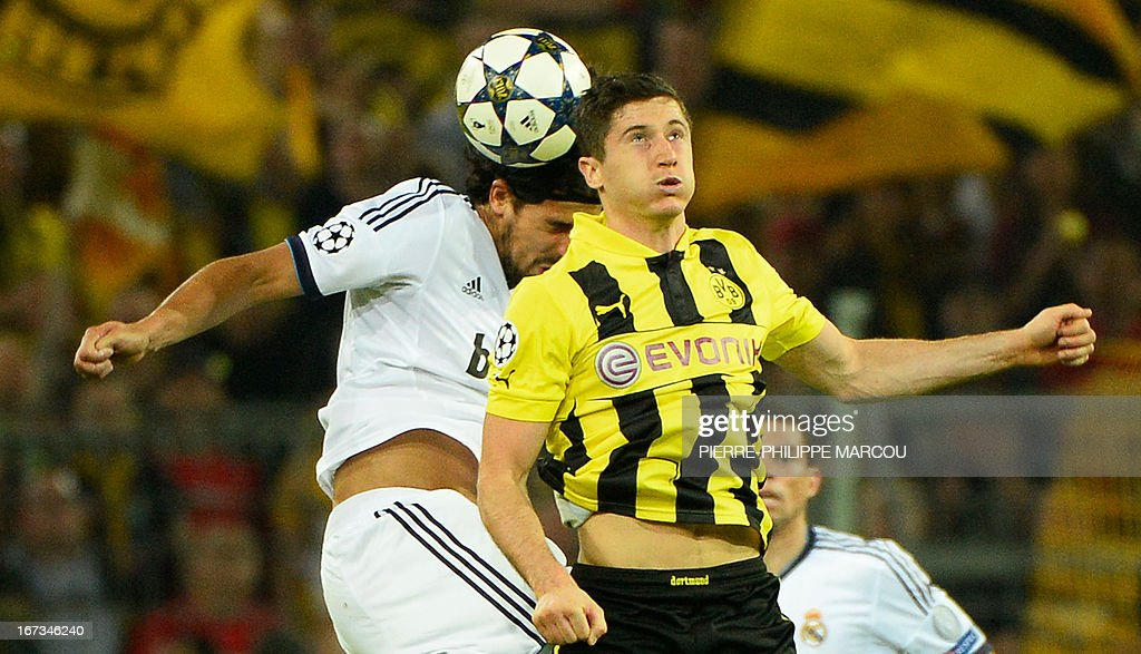 Real Madrid's German midfielder Sami Khedira (L) vie for the ball with Dortmund's Polish striker Robert Lewandowski during the UEFA Champions League semi final first leg football match Borussia Dortmund vs Real Madrid on April 24, 2013 in Dortmund, western Germany.
