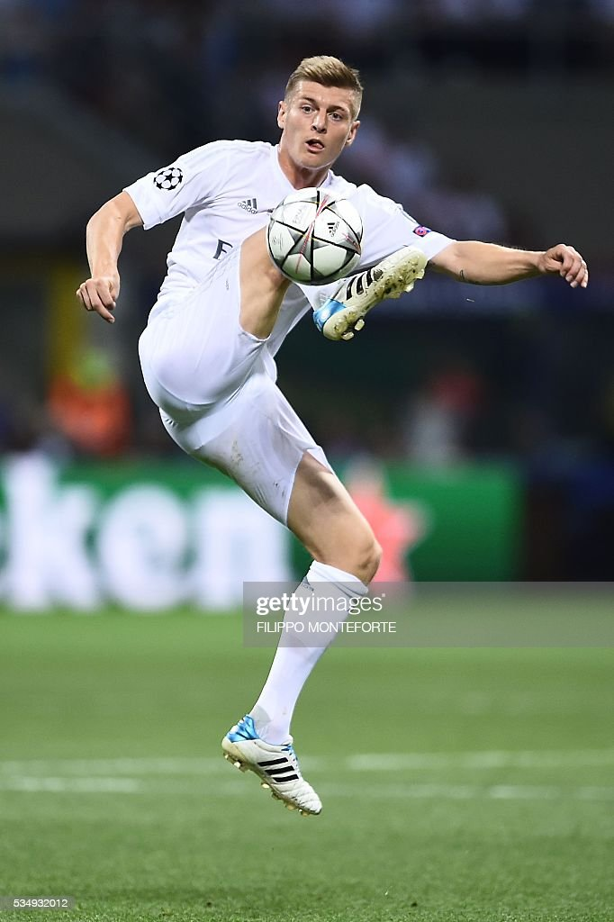 Real Madrid's German midfielder Toni Kroos controls the ball during the UEFA Champions League final football match between Real Madrid and Atletico Madrid at San Siro Stadium in Milan, on May 28, 2016. / AFP / FILIPPO