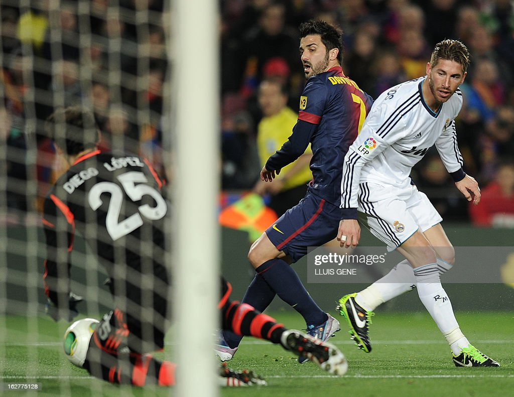 Real Madrid's goalkeeper Diego Lopez (L) dives for the ball in front of Barcelona's forward David Villa (C) and Real Madrid's defender Sergio Ramos (R) during the Spanish Cup semi-final second leg football match FC Barcelona vs Real Madrid CF at the Camp Nou stadium in Barcelona on February 26, 2013.