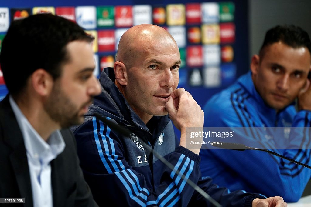 Real Madrid's head coach Zinedine Zidane (C) delivers a speech during a press conference ahead of UEFA Champions League semi-final second leg football match between Real Madrid CF and Manchester City in Madrid, Spain on May 3, 2016.