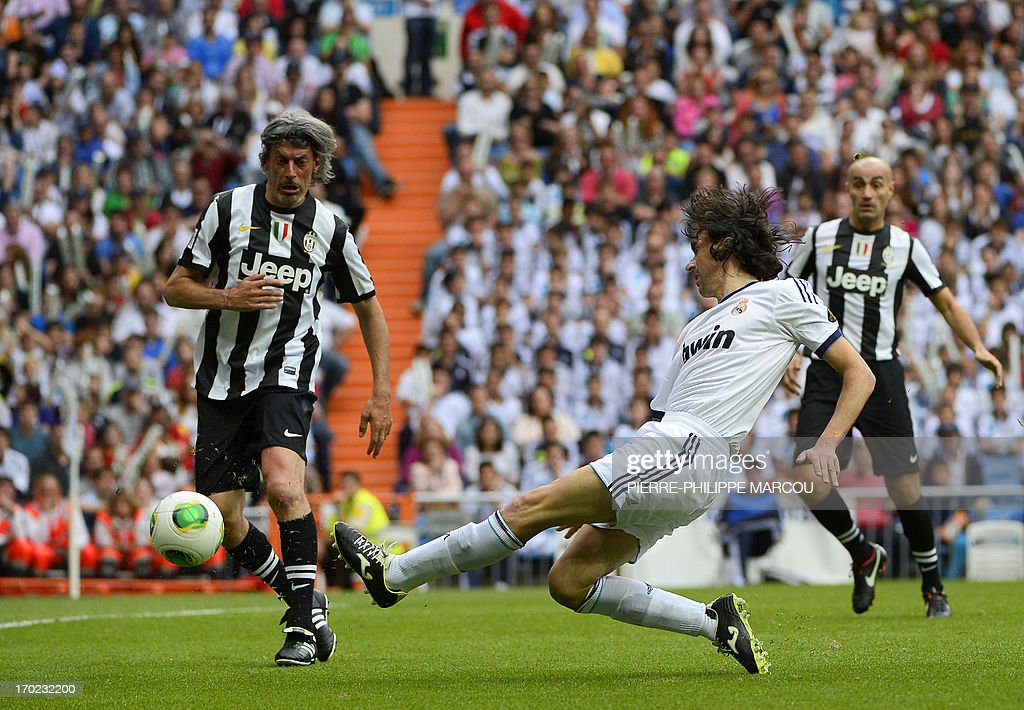 Real Madrid's Jose Emilio Amavisca (R) vies with Juventus veteran's Moreno Torricelli during the Corazon Classic Match 2013 - Veracruz charity football match Real Madrid Legends vs Juventus Turin Veterans at the Santiago Bernabeu stadium in Madrid on June 9, 2013.