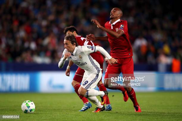 Real Madrid's Luka Modric gets away from Sevilla's Steven N'Zonzi