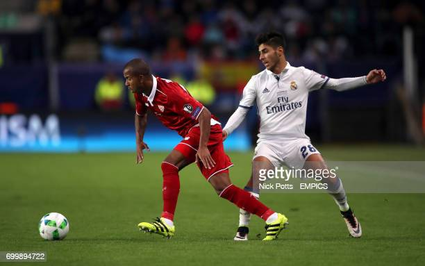 Real Madrid's Marco Asensio and Sevilla's Mariano battle for the ball