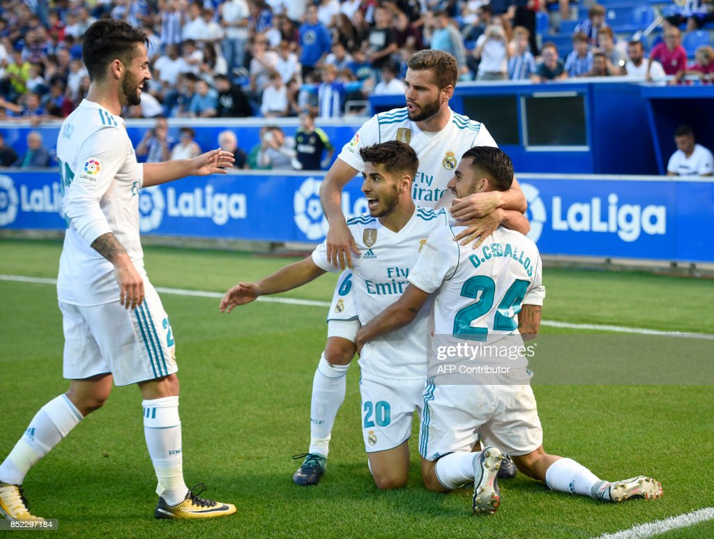 Real Madrid's midfielder from Spain Daniel Ceballos (R) celebrates a goal with teammates during the Spanish league football match Deportivo Alaves vs Real Madrid CF at the Mendizorroza stadium in Vitoria on September 23, 2017. /