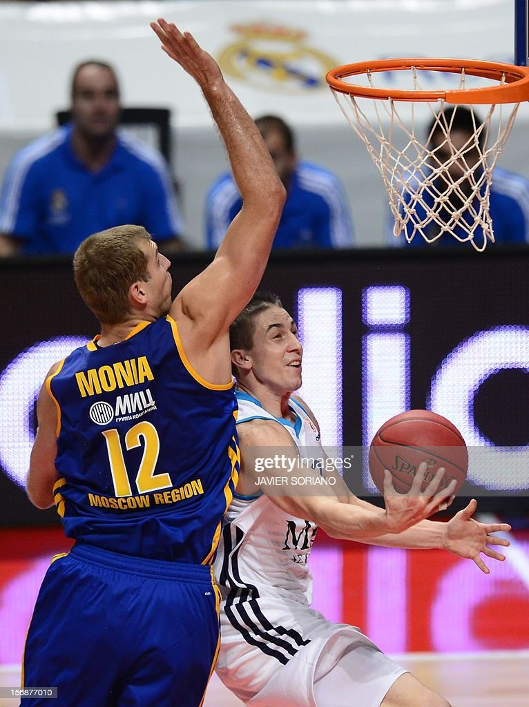 Real Madrid's Montenegrin forward Nikola Mirotic (R) vies with Khimki Moscow's forward Sergey Monya (L) during the Euroleague basketball match Real Madrid vs BC Khimki Moscow at the Palacio de los Deportes in Madrid on November 23, 2012.