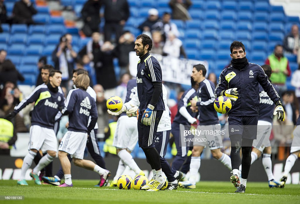 Real Madrid's new goalkeeper Diego Lopez (C) takes part in a training before the Spanish league football match Real Madrid vs Getafe at the Santiago Bernabeu stadium in Madrid on January 27, 2013. AFP PHOTO / DANI POZO