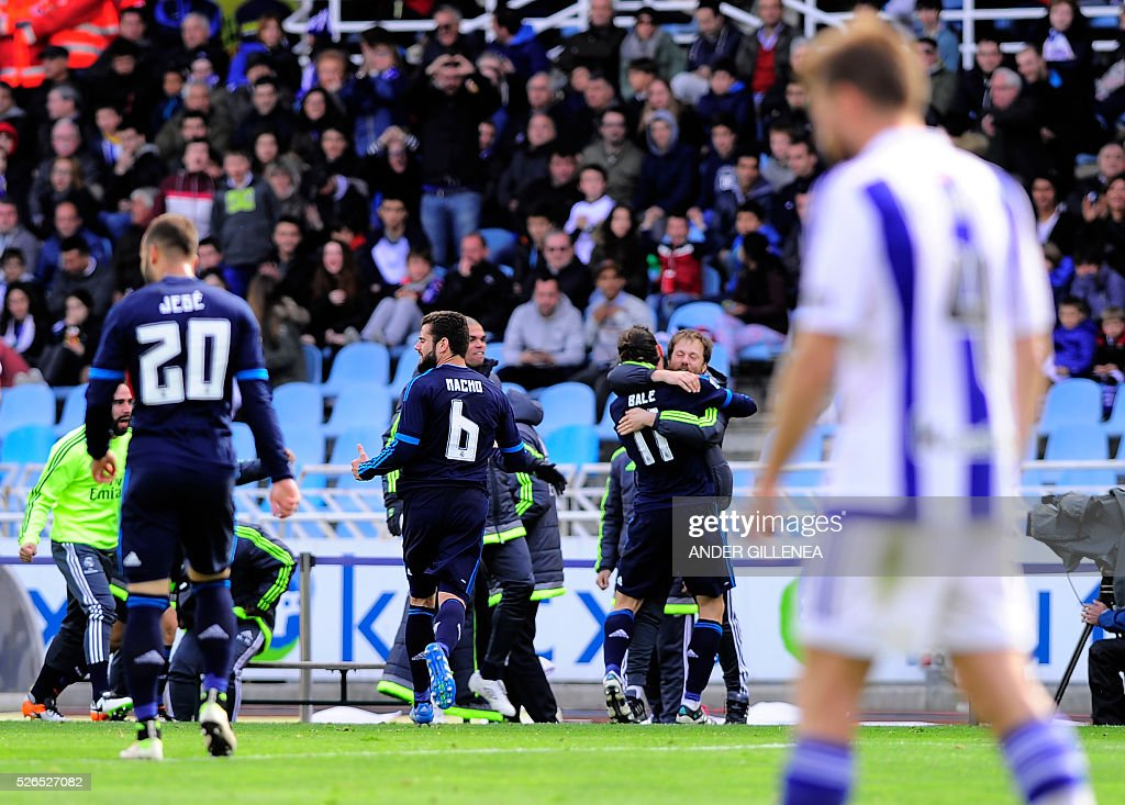 Real Madrid's players celebrate a goal during the Spanish league football match Real Sociedad de Futbol vs Real Madrid CF at the Anoeta stadium in San Sebastian on April 30, 2016. / AFP / ANDER