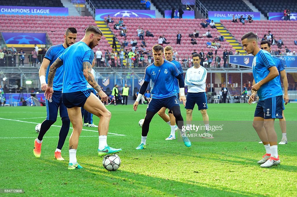 Real Madrid's players take part in a training session at the San Siro Stadium in Milan, on May 27, 2016, on the eve of the UEFA Champions League final foobtall match between Real Madrid and Atletico Madrid. / AFP / OLIVIER