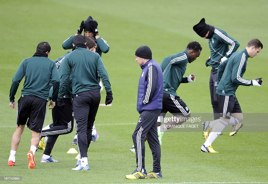 Real Madrid's Portuguese coach Jose Mourinho (C) and his players take part in a training session at the Valdebebas training ground in Madrid on April 29, 2013, on the eve of the UEFA Champions League football match Real Madrid CF vs Borussia Dortmund.