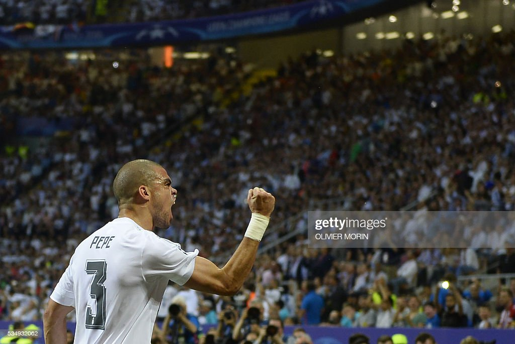 Real Madrid's Portuguese defender Pepe celebrates after Real Madrid scored the opening goal during the UEFA Champions League final football match between Real Madrid and Atletico Madrid at San Siro Stadium in Milan, on May 28, 2016. / AFP / MARCO