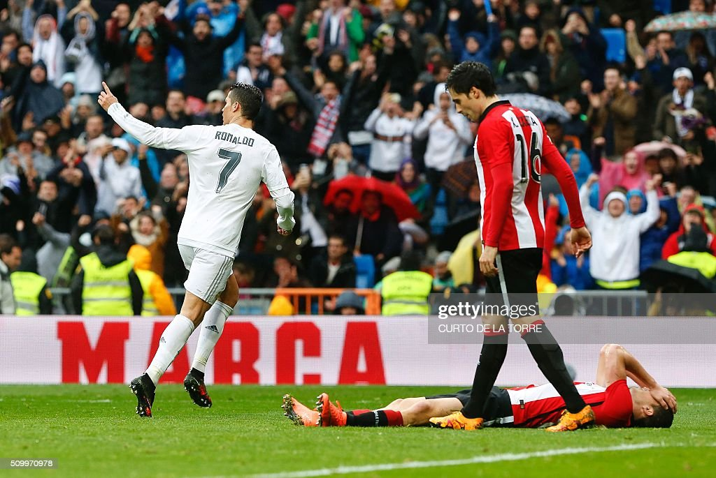 Real Madrid's Portuguese forward Cristiano Ronaldo (L) celebrates after scoring during the Spanish league football match Real Madrid CF vs Athletic Club Bilbao at the Santiago Bernabeu stadium in Madrid on February 13, 2016. / AFP / CURTO DE LA TORRE