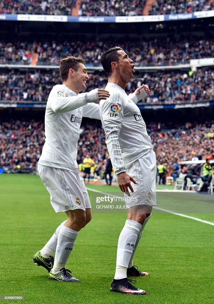 Real Madrid's Portuguese forward Cristiano Ronaldo celebrates with Real Madrid's Croatian midfielder Mateo Kovacic after scoring during the Spanish league football match Real Madrid CF vs Athletic Club Bilbao at the Santiago Bernabeu stadium in Madrid on February 13, 2016. / AFP / GERARD JULIEN