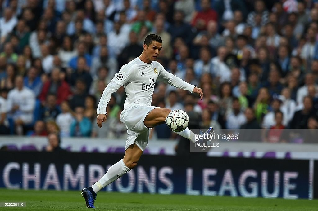 Real Madrid's Portuguese forward Cristiano Ronaldo controls the ball during the UEFA Champions League semi-final second leg football match Real Madrid CF vs Manchester City FC at the Santiago Bernabeu stadium in Madrid, on May 4, 2016. / AFP / PAUL