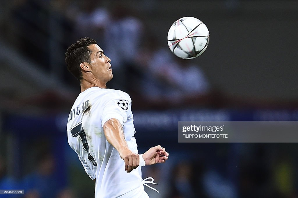 Real Madrid's Portuguese forward Cristiano Ronaldo controls the ball during the UEFA Champions League final football match between Real Madrid and Atletico Madrid at San Siro Stadium in Milan, on May 28, 2016. / AFP / FILIPPO