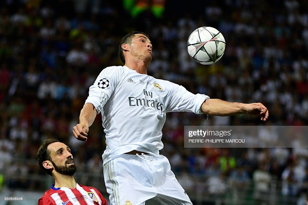 Real Madrid's Portuguese forward Cristiano Ronaldo controls the ball during the UEFA Champions League final football match between Real Madrid and Atletico Madrid at San Siro Stadium in Milan, on May 28, 2016. / AFP / PIERRE