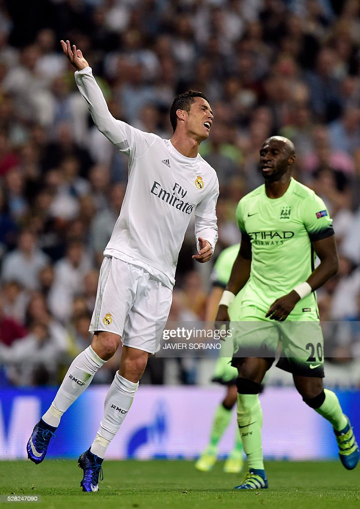Real Madrid's Portuguese forward Cristiano Ronaldo (L) gestures next to Manchester City's French defender Eliaquim Mangala during the UEFA Champions League semi-final second leg football match Real Madrid CF vs Manchester City FC at the Santiago Bernabeu stadium in Madrid, on May 4, 2016. / AFP / JAVIER