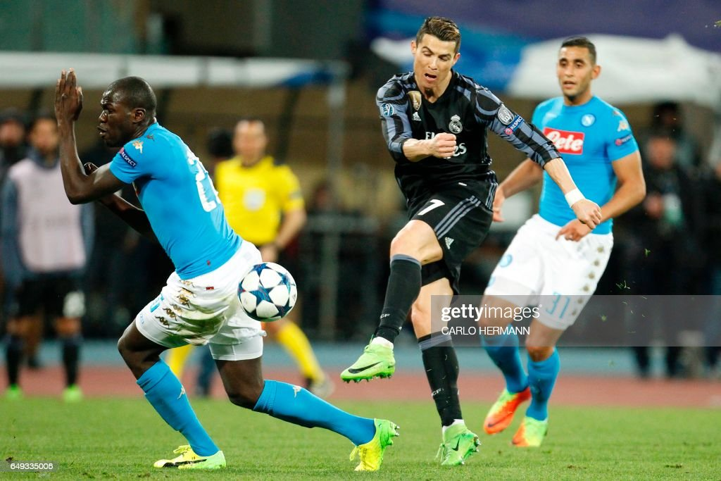 FBL-EUR-C1-NAPOLI-REAL MADRID : News Photo