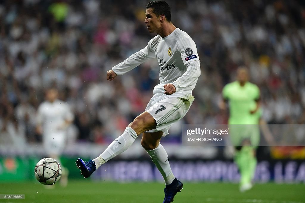 Real Madrid's Portuguese forward Cristiano Ronaldo kicks the ball during the UEFA Champions League semi-final second leg football match Real Madrid CF vs Manchester City FC at the Santiago Bernabeu stadium in Madrid, on May 4, 2016. / AFP / JAVIER