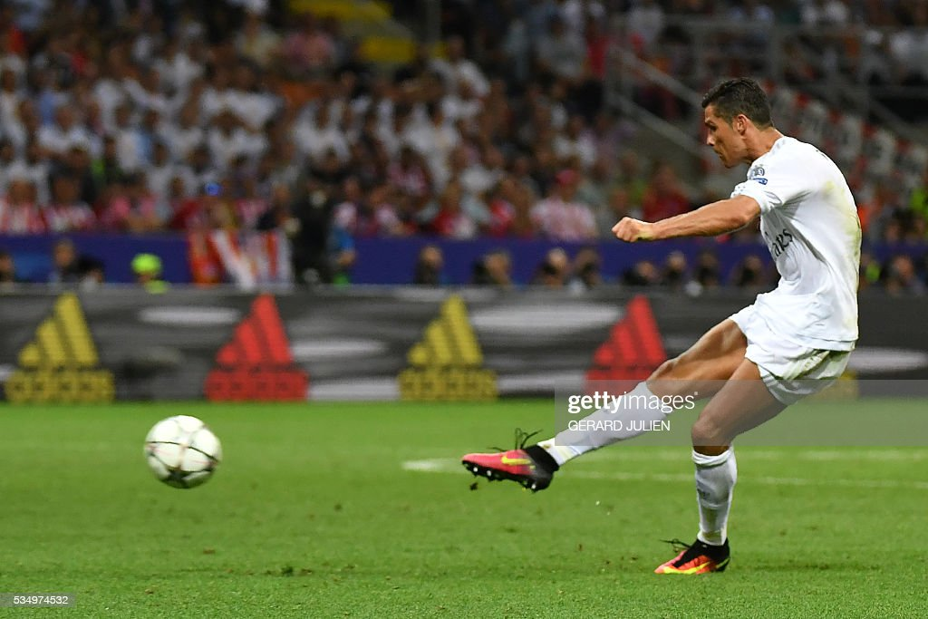 Real Madrid's Portuguese forward Cristiano Ronaldo kicks the ball during the UEFA Champions League final football match between Real Madrid and Atletico Madrid at San Siro Stadium in Milan, on May 28, 2016. / AFP / GERARD