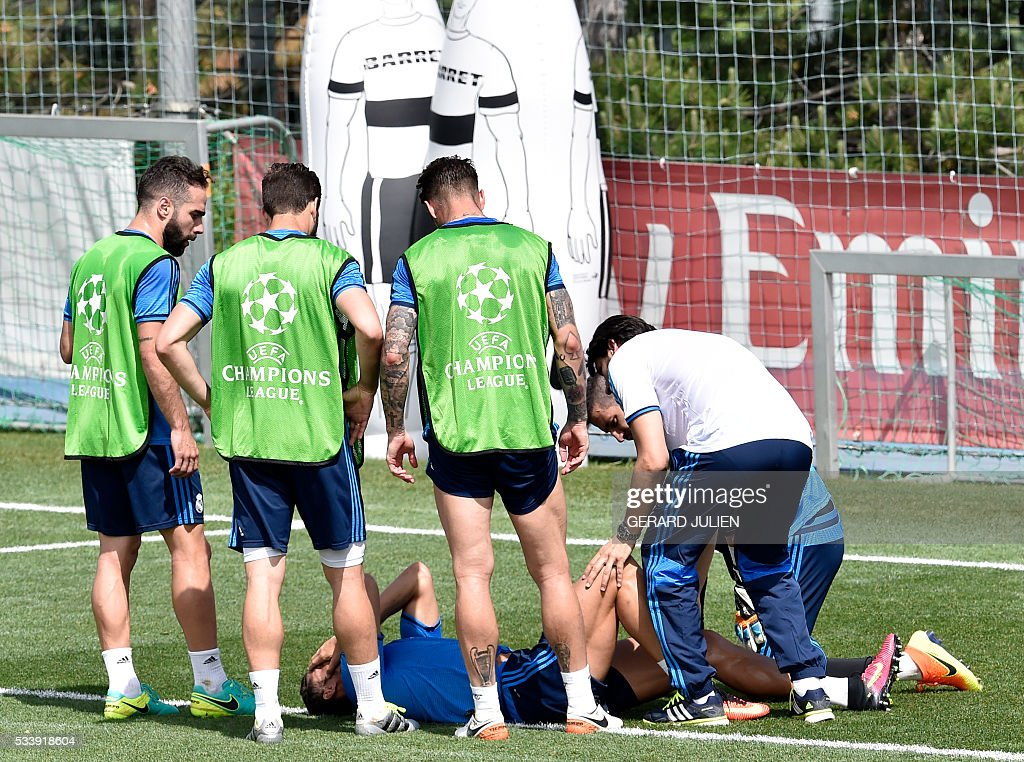 Real Madrid's Portuguese forward Cristiano Ronaldo lies on the ground after being injured in a training session during the club's Open Media Day at Real Madrid sport city in Madrid on May 24, 2016. / AFP / GERARD