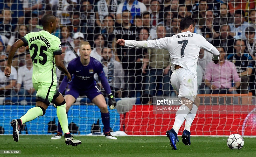 Real Madrid's Portuguese forward Cristiano Ronaldo (R) prepares to kicks past Manchester City's Brazilian midfielder Fernandinho (L) during the UEFA Champions League semi-final second leg football match Real Madrid CF vs Manchester City FC at the Santiago Bernabeu stadium in Madrid, on May 4, 2016. / AFP / GERARD