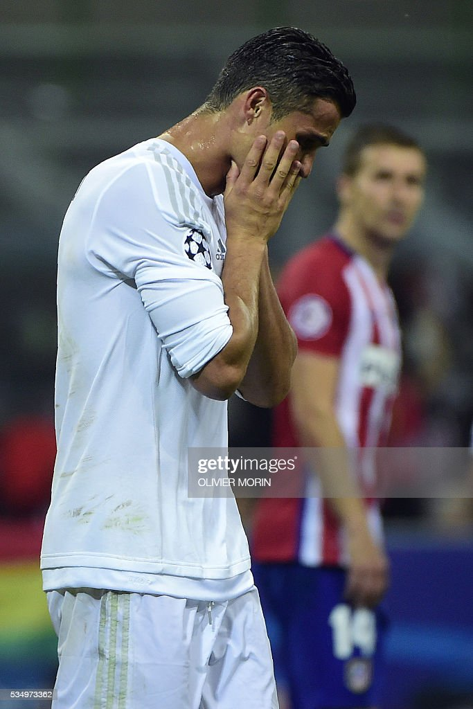 Real Madrid's Portuguese forward Cristiano Ronaldo reacts after missing a shot during the UEFA Champions League final football match between Real Madrid and Atletico Madrid at San Siro Stadium in Milan, on May 28, 2016. / AFP / OLIVIER