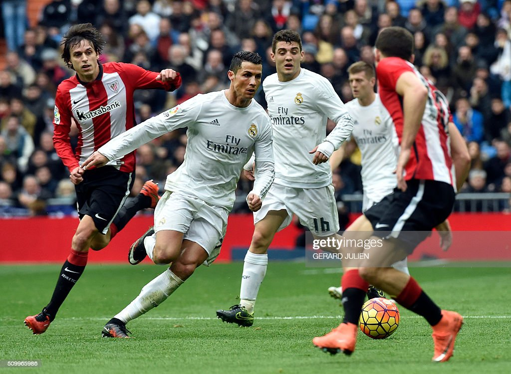 Real Madrid's Portuguese forward Cristiano Ronaldo (2ndL) runs with the ball during the Spanish league football match Real Madrid CF vs Athletic Club Bilbao at the Santiago Bernabeu stadium in Madrid on February 13, 2016. / AFP / GERARD JULIEN