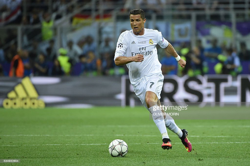 Real Madrid's Portuguese forward Cristiano Ronaldo runs with the ball during the UEFA Champions League final football match between Real Madrid and Atletico Madrid at San Siro Stadium in Milan, on May 28, 2016. / AFP / OLIVIER
