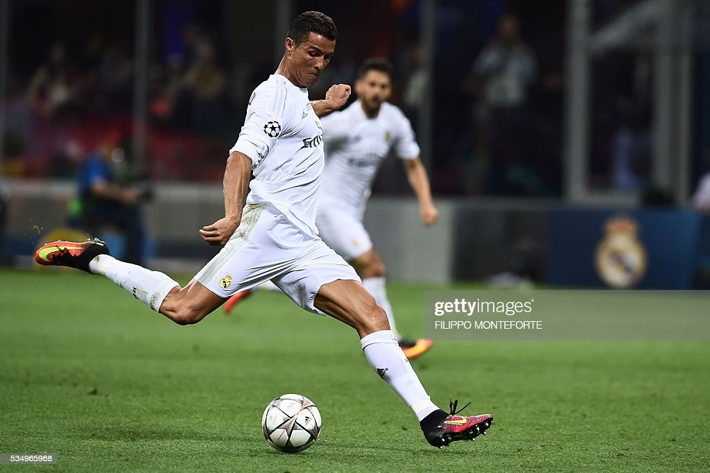 Real Madrid's Portuguese forward Cristiano Ronaldo runs with the ball during the UEFA Champions League final football match between Real Madrid and Atletico Madrid at San Siro Stadium in Milan, on May 28, 2016. / AFP / FILIPPO