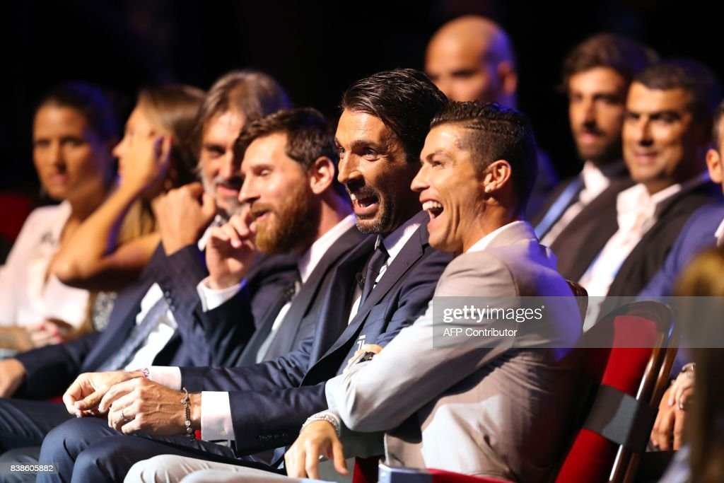 Real Madrid's Portuguese forward Cristiano Ronaldo (R) shares a light moment with Juventus's Italian goalkeeper Gianluigi Buffon (C) and Barcelona's Argentinian forward Lionel Messi (C/L) as they wait ahead of the awarding of the title of 'Best Men's Player in Europe' at the conclusion of UEFA Champions League group stage draw ceremony in Monaco on August 24, 2017. /