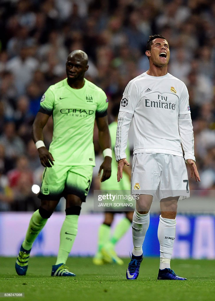 Real Madrid's Portuguese forward Cristiano Ronaldo (R) shouts next to Manchester City's French defender Eliaquim Mangala during the UEFA Champions League semi-final second leg football match Real Madrid CF vs Manchester City FC at the Santiago Bernabeu stadium in Madrid, on May 4, 2016. / AFP / JAVIER