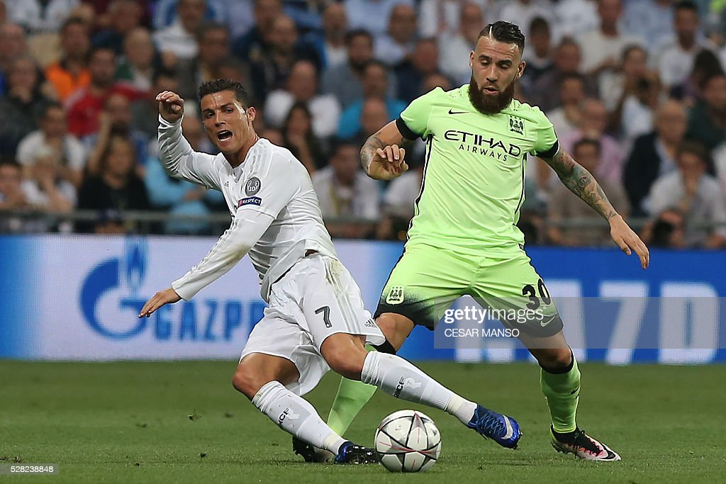 Real Madrid's Portuguese forward Cristiano Ronaldo (L) vies with Manchester City's Argentinian defender Nicolas Otamendi during the UEFA Champions League semi-final second leg football match Real Madrid CF vs Manchester City FC at the Santiago Bernabeu stadium in Madrid, on May 4, 2016. / AFP / CESAR