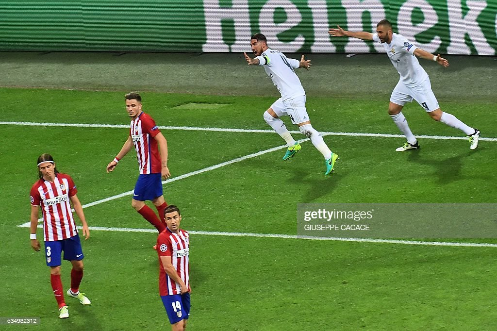 Real Madrid's Spanish defender Sergio Ramos (C) celebrates scoring the first goal of the match during the UEFA Champions League final football match between Real Madrid and Atletico Madrid at San Siro Stadium in Milan, on May 28, 2016. / AFP / GIUSEPPE